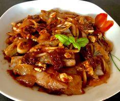 Śledzie z orzechami i suszonymi pomidorami - Blog z apetytem Thai Red Curry, Beef, Ethnic Recipes, Food, Diet, Meat, Essen, Meals, Yemek