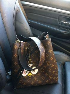 e6187bba569 Louis Vuitton Neonoe Neo noe bag with bandouliere strap   lovely birds charm