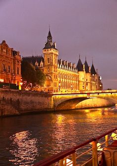 Seine River Cruise - This weeks Travel Pinspiration on the blog is things to See in Paris, France
