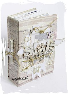 2 Nouveaux mini kits-atelier from iggydodie Mini Albums, Mini Scrapbook Albums, Diy Notebook Cover, Creative Journal, Journal Ideas, Altered Book Art, Scrapbook Organization, Memory Album, Album Book