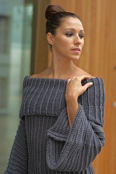 Ravelry: Oversized Stigehull Genser pattern by Linda Marveng. Photo: Kim Müller Model: Cristiane Sa