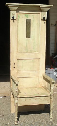Old door hall tree diy furniture 30 New Ideas Door Hall Trees, Hall Tree Bench, Door Tree, Door Bench, Woodworking Furniture Plans, Woodworking Projects That Sell, Kids Woodworking, Vintage Doors, Shabby Vintage