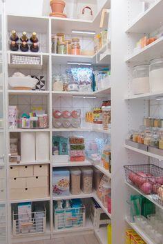 Speisekammer Organisation Hacks, in 2019 Organisation Hacks, Organizing Hacks, Kitchen Organization Pantry, Diy Kitchen Storage, Storage Hacks, Diy Storage, Diy Organization, Organized Pantry, Pantry Ideas