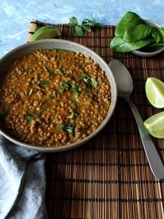 Creamy lentils and spinach curry (vegan) Lentils And Spinach Recipe, Spinach Recipes, Vegetarian Curry, Vegetarian Recipes, Cooking Recipes, Spinach Curry, Creamy Spinach, Lentil Soup Recipes, Curry Recipes
