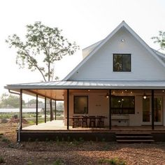 Link Love: A Dreamy Farmhouse With City Style