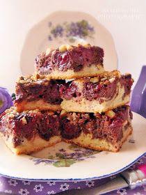 Talán nincs is olyan háziasszony aki ne ismerné ezt a süteményt. Mondhatnám kötelező darab a sütemények között. Egy egyszerű kever...