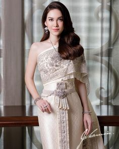 Cambodian Wedding Dress, Thai Wedding Dress, Khmer Wedding, Evening Dresses For Weddings, Bridal Dresses, Bridesmaid Dresses, Thai Traditional Dress, Traditional Outfits, Thai Brides