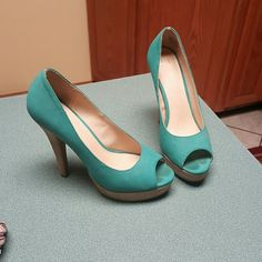 Teal pumps Great shoe. Still in good shape with a lot of miles left. Elle Shoes Heels