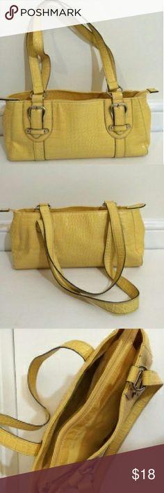 Croft & Barrow Purse ❎SALE ❎ Croft & Barrow soft yellow shoulder bag... in excellent condition... no stains... clean... nice croft & barrow Bags Shoulder Bags