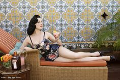 Oh Dita! I like your bathing suit.