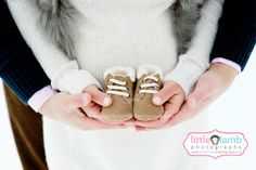 winter maternity photos #littlelambphotography