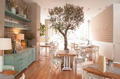 Cocotte and Co, una cafeteria con estilo en Valencia Bakery Interior, Coffee Shop Interior Design, Coffee Shop Design, Cafe Design, Shabby Chic Restaurant, Café Restaurant, Restaurant Design, Cafetaria Vintage, Deco Cafe