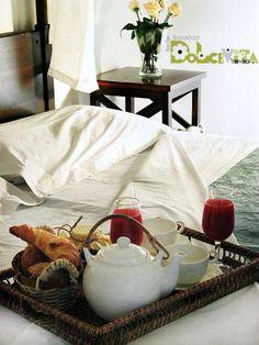 Breakfast in bed- french style! Retrouvez nous sur, A Vos Lunettes Le Blog avoslunettes.blogspot.com