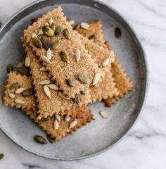 Ricetta Crackers Integrali al Farro con Semi e Sale di Cervia - Le ricette di Nuova terra