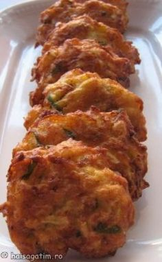 Chiftelute din dovlecei Baby Food Recipes, Gourmet Recipes, Vegan Recipes, Cooking Recipes, Vegetable Dishes, Vegetable Recipes, Good Food, Yummy Food, Romanian Food