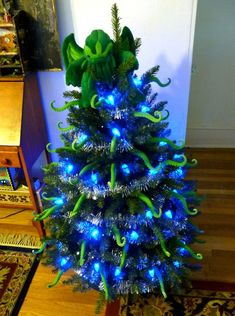 Cthulu Christmas Tree of DOOM!!! by Geyser of Awesome via Geek Crafts