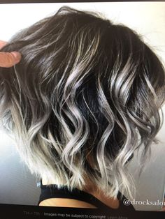 Mom Hairstyles, Pretty Hairstyles, Medium Hair Styles, Curly Hair Styles, Gray Hair Highlights, Gray Hair Growing Out, Hair Color And Cut, Great Hair, Silver Hair