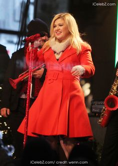 Kelly Clarkson all set to welcome a baby girl  http://www.icelebz.com/gossips/kelly_clarkson_all_set_to_welcome_a_baby_girl_/