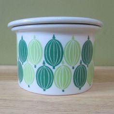 Raija Uosikkinen - Pomona - Arabia   Gooseberry Vintage Dishware, Different Fruits, Fruit Pattern, Blueberry, Bee, Apple, Ceramics, Patterns, Retro