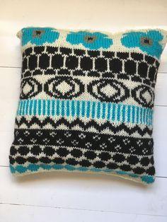 Marimekko neulekaaviot tyynyyn Marimekko, Coin Purse, Blanket, Knitting, Crochet, Bags, Helmet, Adidas, Google