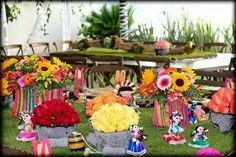 Decoraciones de mesa para fiesta temática de Frida Kahlo