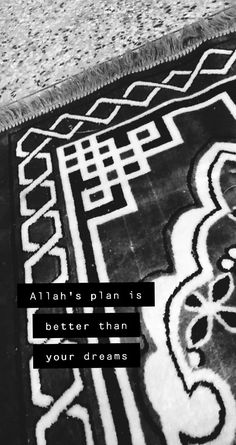 Islamic Quotes Wallpaper, Islamic Love Quotes, Islamic Inspirational Quotes, Ramadan Quotes From Quran, Pray Quotes, Quran Book, Urdu Love Words, Snapchat Quotes, Love In Islam