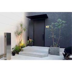 Front Porch Planters, Natural Interior, Office Plants, Modern Industrial, Beautiful Homes, My House, Entrance, House Plans, Exterior