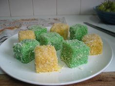 We made green and gold lamingtons today for Australia Day. Directions: Make a sponge cake (Stephanie Alexander's Genovese sponge is good.) Make icing grams icing cup water, foo… Australia Day Celebrations, Tailgate Food, Tailgating, How To Make Icing, Sponge Cake, Cupcake Cakes, Cup Cakes, Green And Gold, Coconut