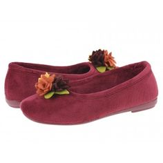 Papuci casa dama Gordac Gioseppo burdeos #homeshoes #cozy #Shoes Flats, Sandals, Loafers, Shoes, Fashion, Bordeaux, Loafers & Slip Ons, Slide Sandals, Moda