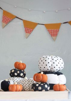 While I dig the pumpkins, I love the candy corn-inspired bunting in the background even more! DIY Fabric Pumpkins