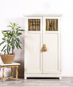 Recycled Furniture, Tall Cabinet Storage, Recycling, Home Decoracion, Rey, Modern Display Cabinets, Wooden Display Cases, Modern Furniture, Antique Furniture