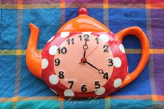 "SALE - 10%: Orologio in ceramica da parete ""Tea pot"". Stile country, varie colorazioni, fantasie allegre. di IrynArs su Etsy"