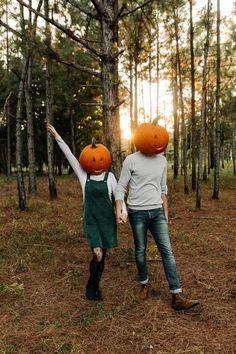 Halloween Pumpkin Heads | Taylor + Kurt | Jessica Jones Photography Halloween Pictures, Fall Pictures, Halloween Kostüm, Couple Halloween, Halloween Pumpkins, Vintage Halloween, Fall Couple Photos, Cute Couple Pictures, Fall Photos