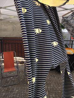 spodnie z odblaskowym patternem