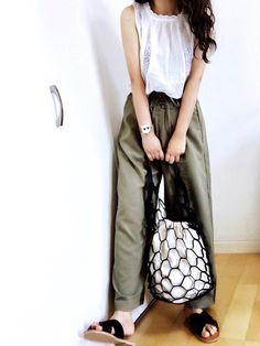 またトップスとサンダル同じですみません🙇♀️ 今週忙しいのわかってたんで撮り溜めです 着まわしと Bucket Bag, How To Wear, Bags, Fashion, Handbags, Moda, Fashion Styles, Fashion Illustrations, Bag
