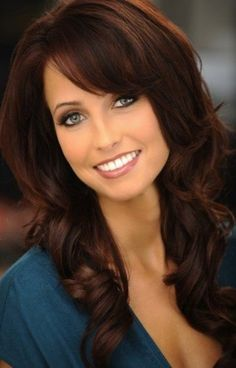 17 Best Auburn Hair Color Ideas 2018 – The latest and greatest styles ideas Brownish Auburn Hair. Emerald Forest with Sapayul for healthy, beautiful hair. Dark Auburn Hair Color, Red Hair Color, Brown Hair Colors, Dark Hair, Brownish Red Hair, Auburn Brown, Colour Red, Shiny Hair, Dark Fall Hair