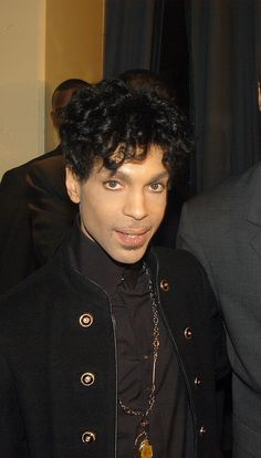 Puts tears in my eyes😢❤❤❤💔❤💔💔❤ Prince Images, Pictures Of Prince, The Artist Prince, Prince Party, Paisley Park, My Prince, Prince Meme, Roger Nelson, Prince Rogers Nelson