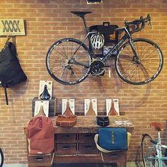 Meesterknecht / cycle city fietsenwinkel met wielercafé