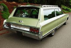 Vintage Racing, Vintage Cars, Antique Cars, Woody Wagon, Old Wagons, Chrysler Town And Country, Chrysler Cars, Station Wagon, Old Cars