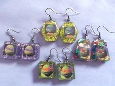 Teenage Mutant Ninja Turtles inspired dangle earrings, these earrings are made with resin and have a glittery background.  You will receive one pair you can choose:  Leonardo (blue bandana)  The Leonardo earrings have a green and gold glitter background and the pendant measures approximately...
