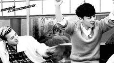 GD tickling Seungri. Cute! ;-)