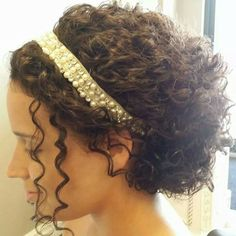 Wedding hairstyles natural curly beauty 31 New ideas Curly Hair Headband, Headband Hairstyles, Hairstyle Pics, Updo Curly, Naturally Curly Updo, Curly Bob, Pearl Headband, Bridal Hairstyles, Hairdo Wedding