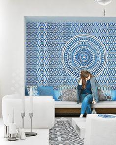 Wandgestaltung mit Orient-Motiven aus Mosaik in Blau und Weiß