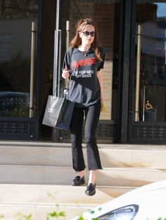 Estilo Dakota Johnson, Dakota Johnson Street Style, Dakota Style, Black Loafers Outfit, Loafers For Women Outfit, Simple Outfits, Casual Outfits, Fashion Outfits, Estilo Rock