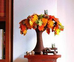 Oak tree in autumn. Felt Tree Fiber art home decor fall by Intres Felt Diy, Handmade Felt, Felt Crafts, Felt Tree, Nature Table, Felt Fabric, Handmade Home Decor, Felt Flowers, Tree Decorations