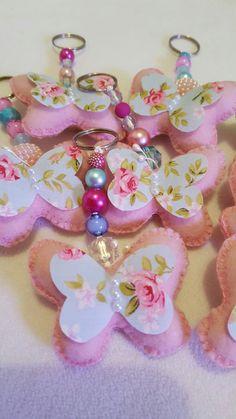Corujinhas também são chaveiros. Lindas, lindas! Amo o casamento azul e rosa. Ideal para lembrança festa borboletas, jardim...