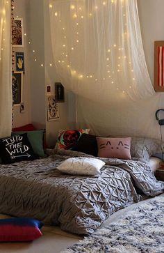más y más manualidades: Decora tu habitación con series de luces.
