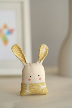"Glücksbringer Hase ""Mio"" // Lucky charm bunny ""Mio"" by enFant design via DaWand… - Fabric crafts Sewing Toys, Sewing Crafts, Sewing Projects, Craft Projects, Softies, Plushies, Fabric Toys, Fabric Crafts, Bunny Plush"
