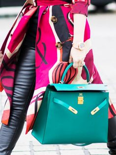 This Look of Hermes handbags is Unforgettable, ultimate guide to the hottest fashion handbags style inspiration from around the world. Hermes Kelly Taschen, Hermes Kelly Bag, Hermes Bags, Hermes Handbags, Purses And Handbags, Designer Handbags, Hermes Purse, Fall Handbags, Hermes Birkin