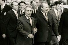 Jahre, Willy, Brandt, Bilder,, Ikonen, Brandt, Staatschef, Leonid, Breschnew, Bonn. Breast, Suit Jacket, Suits, Jackets, Fashion, Politics, Bonn, Pictures, Down Jackets